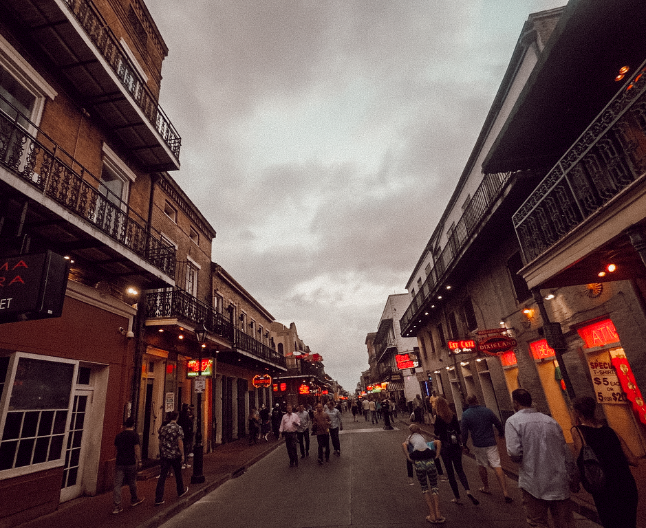 bourbon-street-by-night